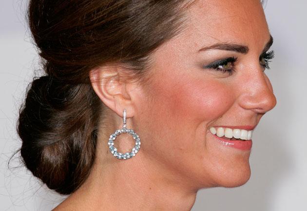 Kate-linda-mas-ainda-com-muito-blush-2