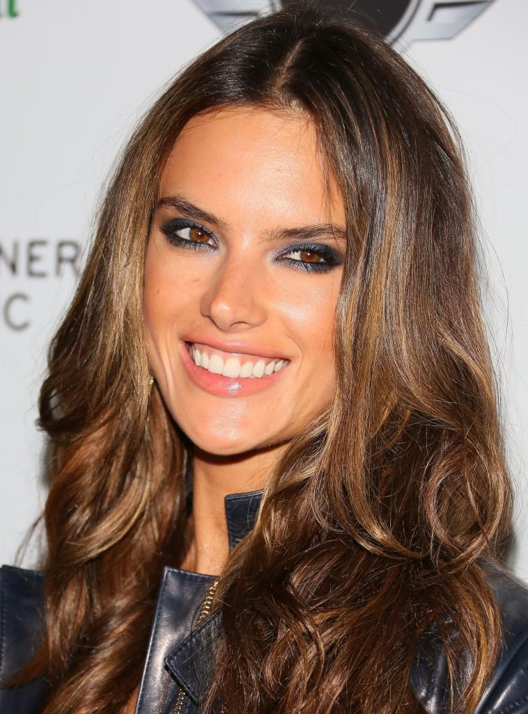 Alessandra-Ambrosio-smile-758x1024