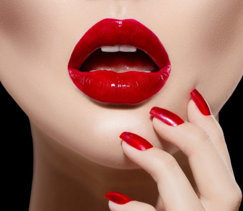 red_lips_by_paullus23-d6v0z70