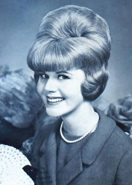 60s-hairstyle-bouffant