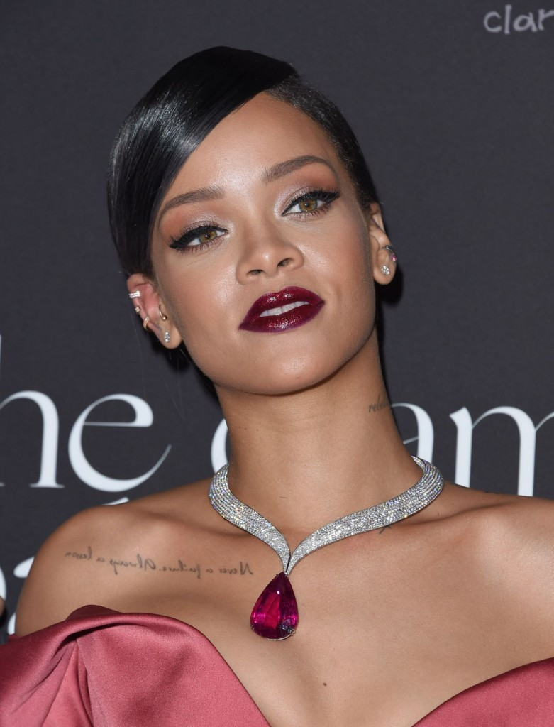 rihanna-host-her-1st-annual-diamond-ball-benefit-in-beverly-hills_11