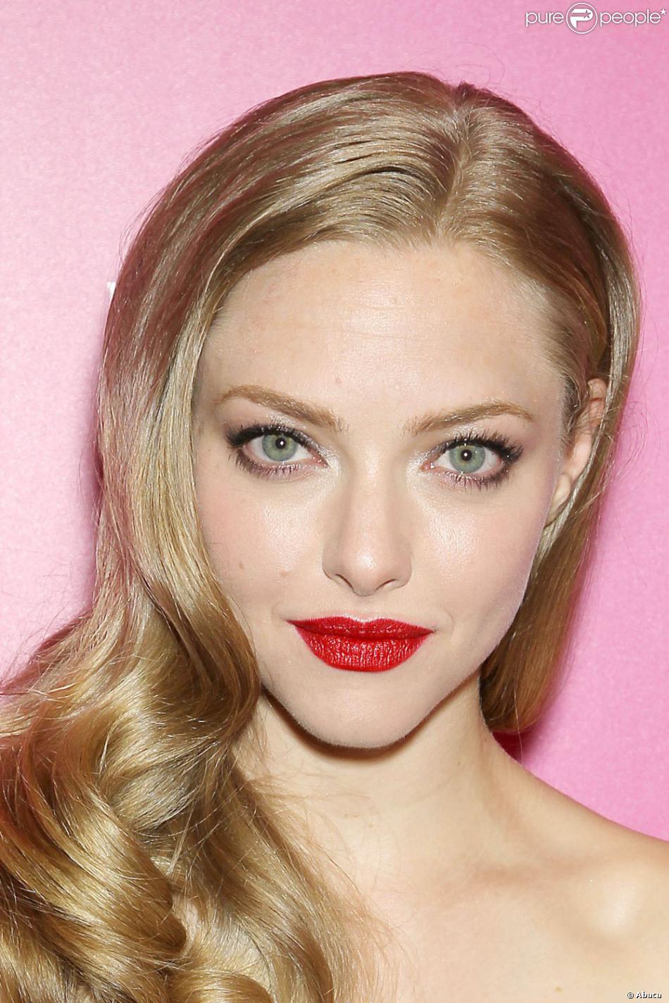 amanda_lovelace_newyork_Clé de Peau Beauté's Extra Rich Lipstick in #311 Red Abundance_cliomakeup